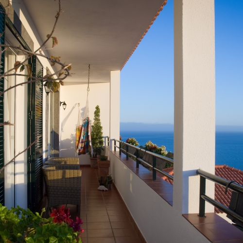 4.Large-balcony-with-panoramic-views-1